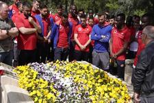 Gençlerbirliği'nden İlhan Cavcav'ın kabrine ziyaret