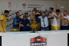 Ankaragücülü futbolcular basın toplantısını suyla bastılar