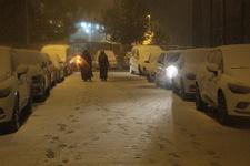 Erzurum'da kar yağışı: Sokaklar beyaza büründü!
