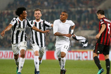 Milan dağıldı kupa Juventus'un