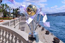 Şampiyonluk kupası İstanbul Boğazı'nda görücüye çıktı