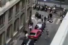 Paris'te bıçaklı saldırı dehşeti! İşte olay yerinden görüntüler