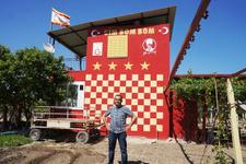 Fanatik Galatasaray taraftarı evini sarı kırmızı boyadı!
