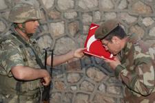 Canikli sınırın 'sıfır noktası'nda Mehmetçikle iftar yaptı