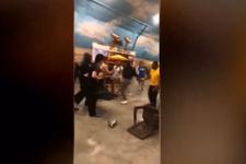 Sandalyeler havada uçuştu! Yemek salonunda feci kavga