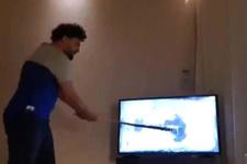 Atletico Madrid yenilgisine sinirlenen taraftar televizyon parçaladı