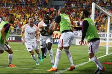 Gomis golü attı futbolcular çıldırdı!