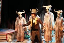 Belediyecilik tarihinde ilk kez bir şehir tiyatrosu kurdu