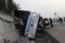 Kütahya'da otobüs devrildi ölü ve yaralılar var