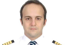 Arıza yapan uçağı Türk pilot burun üzerine indirdi