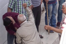 Kendisine karşılık veren oğlunu evire çevire böyle dövdü!