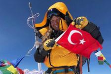 Gülnur Tumbat Everest'in zirvesinde
