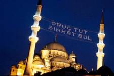 Eski siyasetçiden şok öneri: Ramazan ayını Aralık'a sabitleyelim!