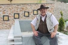 Ünlü oyuncu ölmeden mezarını yaptırdı! 'Baktıkça ölesim geliyor'