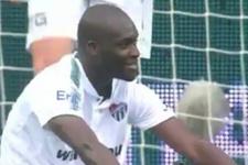 Moussa Sow kendi kalesine attı gözyaşlarını tutamadı