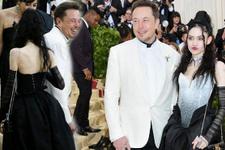 Elon Musk ve yeni sevgilisi Grimes ilişkisi bakın nasıl başlamış
