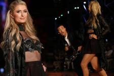 Paris Hilton'un zor anları! Az daha yere kapaklanıyordu