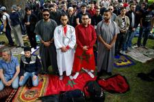 Rusya'da Müslüman taraftarların bayram namazı