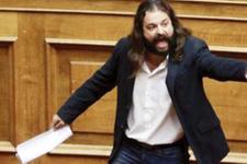 Yunanistan'ı karıştıran olay! Milletvekili polisten kaçtı