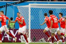 Rusya 2010 şampiyonu İspanya'yı şimdiden yakaladı