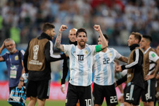 Messi Maradona'yı geçti