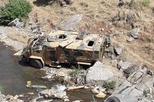 Askeri araç şarampole yuvarlandı: Ölü ve yaralılar var!