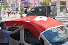 HDP'ye seçim bürosu açılışında Türk bayraklı tepki