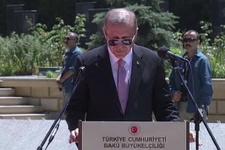 Başkan Erdoğan Bakü'de Türk Şehitliği'ni ziyaret etti