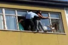 İntihar eden kızı polis son arda kurtardı