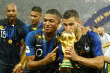 Dünya basını şampiyon Fransa'yı konuşuyor