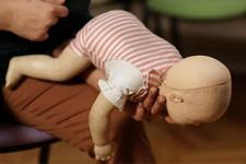 Bebeğin solunum yolu tıkanırsa nasıl ilk yardım yapılmalıdır?