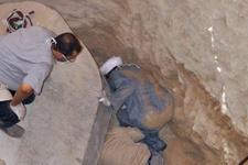 Mısır'da 2 bin 500 yıllık lahit açıldı 3 mumya şaşırttı