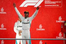 Vettel kaza yaptı Hamilton kazandı!