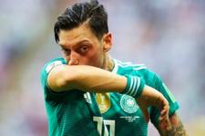 Çavuşoğlu'ndan Mesut Özil'e destek telefonu