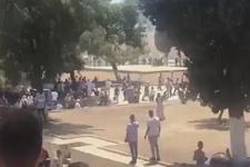 İsrail polisi Mescid-i Aksa'daki cemaate bombalarla saldırdı