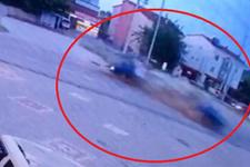 Korkunç kazada böyle ikiye bölündü: Ölü ve yaralılar var!