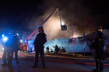 Fransa'da protesto! AVM ateşe verildi