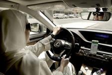 Yasak kalktı, halk ikna olmadı! Kadın sürücünün aracı kundaklandı