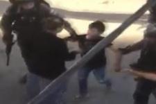 İsrail askerleri 10 yaşındaki Filistinli bir çocuğu gözaltına aldı
