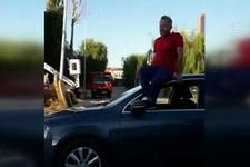 Otomobilini tavanında oturarak kullandı