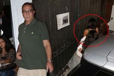 Mehmet Ali Erbil genç kızlarla fena yakalandı!