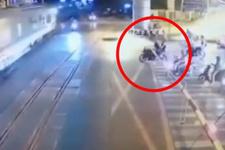 Motosikletiyle trenin altına girdi kurtuldu