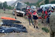 AK Partilileri taşıyan otobüs kaza yaptı: Çok sayıda ölü ve yaralı var!