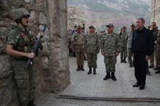 Hulusi Akar ve kuvvet komutanları bayram namazını sınır karakolunda kıldı