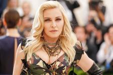 Madonna'dan Demet Akalın tarzı!