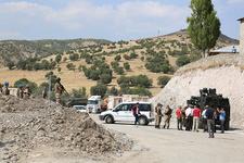 HDP'li vekil güvenlik güçleriyle tartıştı: Aracıyla yolu kapattı!