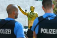 Almanya'da Recep Tayyip Erdoğan'ın heykeli dikildi
