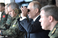 Putin dev tatbikatı izledi dünyaya mesaj verdi