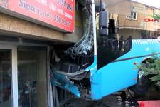Bağcılar'da korkunç kaza! Otobüs 5 katlı binaya girdi yaralılar var