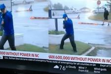 Muhabir canlı yayında fena rezil oldu!